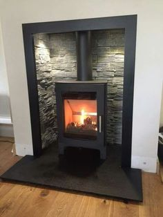 Terrific Screen wood burning Fireplace Hearth Suggestions – Rebel Without Applause Wood Burner Fireplace, Fireplace Tv Wall, Fireplace Remodel, Living Room With Fireplace, Fireplace Surrounds, Fireplace Design, Home Living Room, Living Room Designs, Slate Fireplace Surround