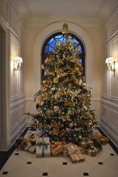 Over the top, Luxurious Dream Christmas Tree! This Christmas tree is magnificent it is so large and tall n elegant this is the tree for me for 2015