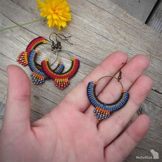 Handcrafted macrame earrings made with Linhasita threads, brass circle element, glass seed beads and earhooks - antique bronze tone. The diameter of the brass circle is 25 mm. Micro Macramé, Board Decoration, Bronze, Macrame Jewelry, Messing, Seed Beads, Crochet Earrings, Brass, Boho