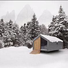 Beton Hütte. Sieht trotzdem toll aus. Wahrscheinlich reicht das bisschen Holz aus, um es freundlicher zu machen.