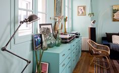 Perfect for storage Living Room Inspiration, Interior Inspiration, Madeleine Paris, Sweet Home, Deco Boheme, Hipster, House Goals, Little Houses, Home Staging