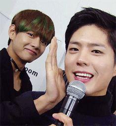 「park bo gum and kim taehyung」 Korean K Pop, Korean Star, Park Bo Gum Wallpaper, V Smile, Park Go Bum, Bts Twice, Bts Memes Hilarious, Happy Photos, Kpop