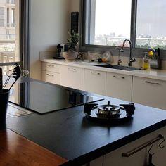 #kitchen #design #interiordesign #pittcooking #gaz #black #blackandwhite  #עיצובפניםואדריכלות