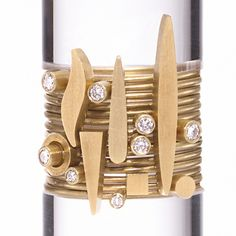 Wendy Ramshaw: 14 rings sets with 8 diamonds and varying gold shapes...so simple and yet.