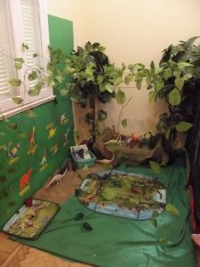 look at this great dinosaur role play area!