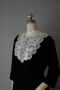 24414 見た目は繊細華奢だけれど実は芯はしっかり ローズジレ  #miyaco #lace #fashion #gilet #レース #ジレ