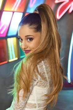 I mean like Ariana Grande had to be in there! AND ofcourse no one rocks the high ponytail other than ARIANA U work it girl ! Ariana Grande Fotos, Cabello Ariana Grande, Ariana Grande Ponytail, Ariana Grande Hair Color, Ariana Grande Hair Tutorial, Divas, Adriana Grande, Ponytail Tutorial, Perfect Ponytail