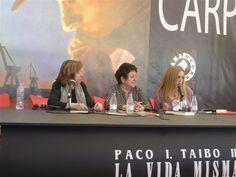 """Presentando """"La leyenda del enmascarado"""" en la Semana Negra de Gijón con Lourdes Ortiz y Teresa Galeote, 15 de julio de 2016."""