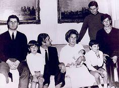Con Luís Martínez de Irujo, Cayetana tuvo seis hijos: Carlos, Alfonso, Jacobo, Fernando, Cayetano y Eugenia