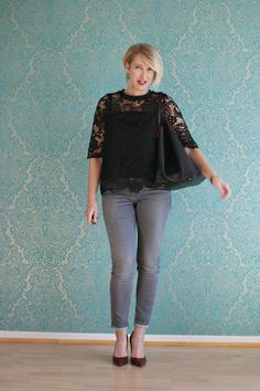 A fashion blog for women over 40 and mature women http://www.glamupyourlifestyle.com/ Blouse + Pants: Zare Bag: Purificación Garcia Shoes: Pura Lopez