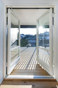 Deilig med stor og luftig terrasse! Aurora, Windows, Modern, Northern Lights, Ramen, Window