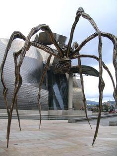 Araña de Louise Bourgeois y Guggenheim de fondo