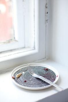 Oiva/Siirtolapuutarha plate by Marimekko | Vihreä talo Marimekko, Home Goods, House Design, Plates, Tableware, Licence Plates, Dishes, Dinnerware, Griddles