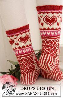 Stickade DROPS Valentin sockor med mönster i Merino Extra Fine. Finger Knitting, Knitting Socks, Drops Design, Crochet Winter, Knit Crochet, Knit Cowl, Crochet Granny, Hand Crochet, Knitting Patterns Free