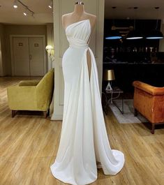 Source by marilynglele dresses gowns Gala Dresses, Event Dresses, Beautiful Gowns, Dream Dress, Pretty Dresses, Evening Gowns, Strapless Dress Formal, Chiffon Dress, Ball Gowns