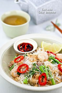 Fermented small shrimps give this Cincaluk Char Beehoon (rice noodles) its distinctive umami flavor. Delicious served with lime juice and cut red chilies. Yummy Noodles, Rice Noodles, Indian Food Recipes, Asian Recipes, Ethnic Recipes, Malaysian Food, Malaysian Recipes, Burmese Food, Cambodian Food