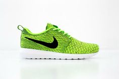 A bold colorway: discover the new Nike Flyknit Roshe Run Volt/Black now available.