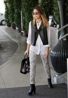 Jessica Alba heads to a meeting at the SLS Hotel Beverly Hills