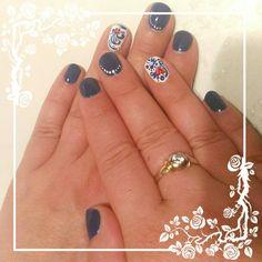 Blu white short nails nailart