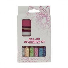 Το Technic Nail Art Decoration Kit είναι ένα εντυπωσιακό σετ διακόσμησης νυχιών! Περιέχει 6 βαζάκια με διακοσμητικά νυχιών,σε διαφορετικά χρώματα και σχέδια. Επίσης,στη συσκευασία περιλαμβάνονται ειδική κόλλα συγκόλλησης, stick τοποθέτησης και λίμα νυχιών.