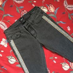 "BDG mid rise cigarette ankle jeans Never worn! Cool embroidery along the sides. Size 27 waist. 27"" inseam. Urban Outfitters Jeans Ankle & Cropped"