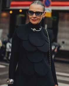 Can' never get over this look! Stylish Older Women, Advanced Style, Cape Coat, Get Over It, Women Wear, Ladies Wear, Cool Girl, Personal Style, Pearl Necklace