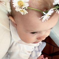 Die schönsten Tauflieder für eine christliche Taufe | Gänsehaut garantiert Baby Party, Kids And Parenting, Birthday, Babys, Noah, Johannes, Wedding Beauty, Ss, David