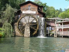 Old Water Wheel at Dollywood!