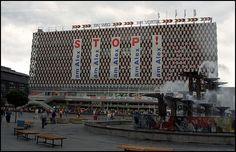 Berlin   DDR. Der alte Osten. Kaufhaus am Alex, 1990. Johan van Elk