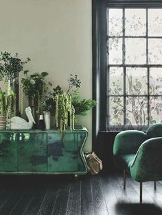 die innovative pantone farbe des jahres hei t greenery wandfarbe wohnzimmer und wandgestaltung. Black Bedroom Furniture Sets. Home Design Ideas
