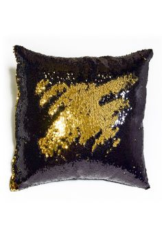 Have fun with this glamorous pillow! The black and gold sequins provide a fun and stylish canvas to create your own fun design to express your style! Black & Shiny Gold Reversible Sequin Mermaid Pillo