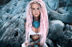 Sexy Tattoos, Girl Tattoos, Tattoo Girls, Bantik Boy, White Girl Dreads, Dreadlocks Girl, Dreadlock Hairstyles For Men, Female Tattoo Models, Mixed Girls