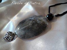 Amuleto in argento 925 con labradorite nera e di FavolediPietra, €20.00