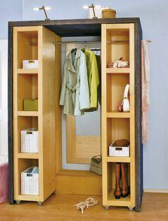 Die perfekte Lösung für wenig Platz im Flur! Eine Schiebe-Garderobe mit der Hilfe von ProKilo ganz einfach selber bauen! #garderobe
