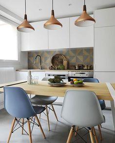 """215 curtidas, 5 comentários - Casa com Moda (@casacommoda) no Instagram: """"Hoje no blog é dia de ESPAÇOS PEQUENOS! Um lindo apartamento de 30m2 em Paris! ❤…"""""""