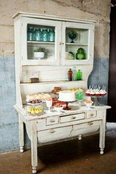 Mueble antiguo mesa dulce