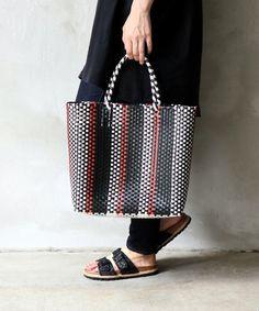 NEXTカゴバッグはこれ!オシャレさん注目の「メルカドバッグ」って? - LOCARI(ロカリ) Japan Crafts, Knitting Stitches, Pouch, Menswear, Tote Bag, Canvas, Handmade, Bags, Fashion News