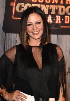 Sara Evans Photos Photos - Singer Sara Evans attends the 2014 American Country Countdown Awards at Music City Center on December 2014 in Nashville, Tennessee. - Arrivals at the American Country Countdown Awards Country Female Singers, Country Music Artists, Country Music Stars, Country Women, American Country, Country Girls, Sara Evans, Sam Smith, Fishing Girls