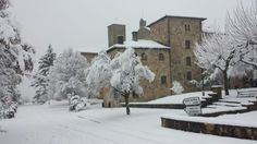 El Monasterio de Leire, un lugar que siempre merece la pena visitar... incluso con nieve! Preciosas postales que nos han dejado las nevadas en #Navarra --> http://www.turismo.navarra.es/esp/organice-viaje/recurso/Patrimonio/3152/Monasterio-de-San-Salvador-de-Leyre.htm