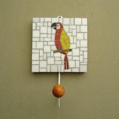 Gancho em mosaico - Arara vermelha - Estúdio Joe & Romio
