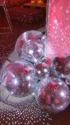 Disco Theme Parties, Disco Party Decorations, Disco Birthday Party, 18th Birthday Party, Pink Parties, Pink Party Themes, Cool Party Themes, Birthday Decorations, Birthday Cake