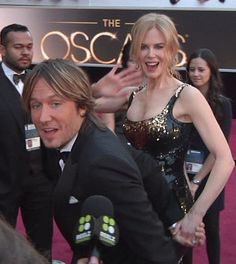 Great to get a drive-by 'Hello!' from Nicole Kidman and Keith Urban. #Oscars