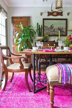 Boho dining room - love the pink overdyed rug eclecticallyvintage.com Dining Room Design, Dining Room Furniture, Dining Rooms, Pipe Furniture, Furniture Vintage, Furniture Design, Eclectic Decor, Decor Styles, Modern