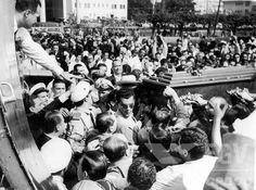 Embarque no aeroporto Santos Dumont do corpo do presidente Getulio Vargas para o Rio Grande do Sul. Rio de Janeiro (DF), 25 de agosto de 1954.