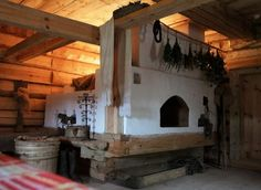 Stove with sleeping area on top. Earth Bag Homes, Russian Architecture, Tiny House Cabin, Rocket Stoves, Foyers, Earthship, Interior Decorating, Interior Design, Design Case