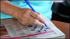 Faire des exercices intellectuels régulièrement, comme s'exercer tous les jours aux mots croisés, pourrait contribuer à améliorer les performances cognitives, et donc à ralentir l'effet du vieillissement lié à l'âge. Une solution de base contre les démences ? © Gene Wilburn, Flickr, cc by nc nd 2.0