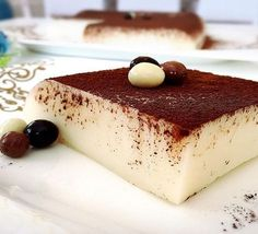 5 minutes of ice-cold milky sweet taste and presentation with a super . Easy Cake Recipes, Easy Desserts, Sweet Recipes, Dessert Recipes, Flan, Funnel Cake Fries, Far Breton, Turkish Sweets, Tasty