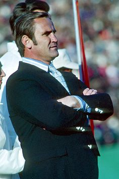 Don Shula, Miami Dolphins head coach is the only coach to have a perfect season The Dolphins won both Super Bowl VII VIII over the Redskins and Vikings respectively. But Football, Football Season, Football Parties, Alabama Football, College Football, 1972 Miami Dolphins, Nfl Miami Dolphins, Sports Stars, Nfl Sports