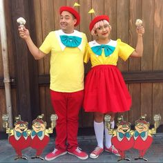 Disney Costumes Tweedle Dee and Tweedle Dum from Alice In Wonderland- 31 Disney Couple Costumes, Ariel Costumes, Theatre Costumes, Disney Couples, Halloween Costumes, Diy Halloween, Halloween Cosplay, Cinderella Dress Disney, Princess Disney