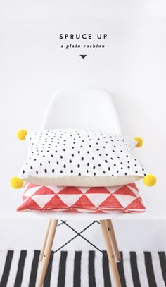 black dots on a white cushion + pompom tutorial